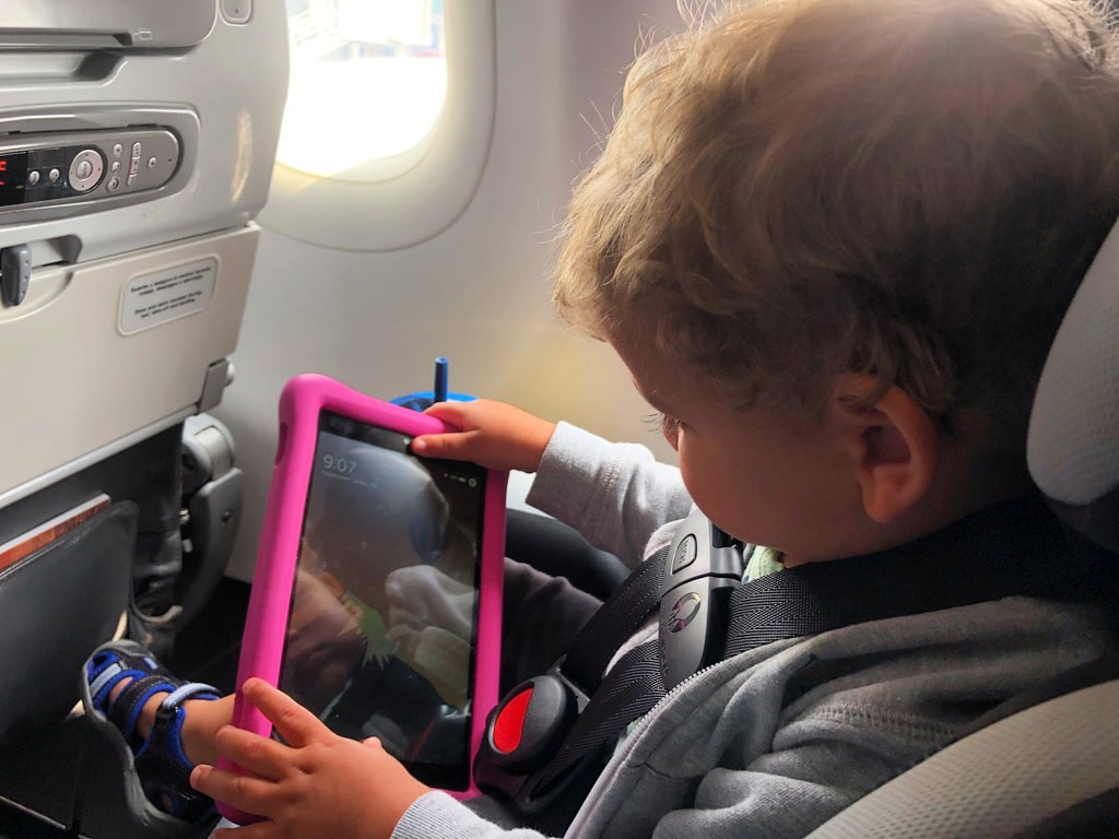 traveling-with-toddler-on-plane